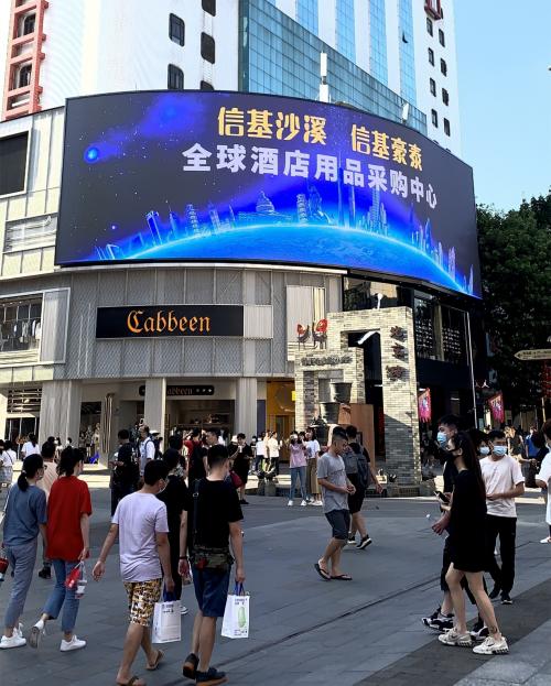 燃爆全城!信基沙溪、信基豪泰巨幕点亮广州城市地标